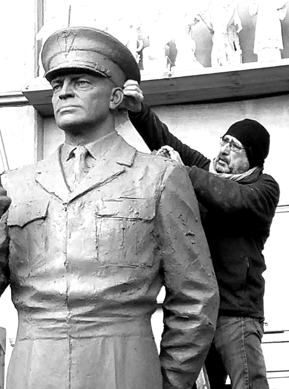 Eylanbekov sculpting Eisenhower